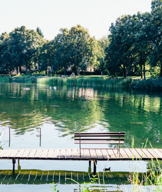 A Summery Lakeside Stroll and a Visit to Mies van der Rohe Haus in Obersee-Orankesee Park
